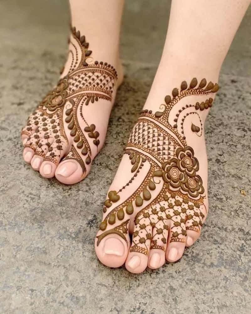 daignol thumb trail feet mehndi design