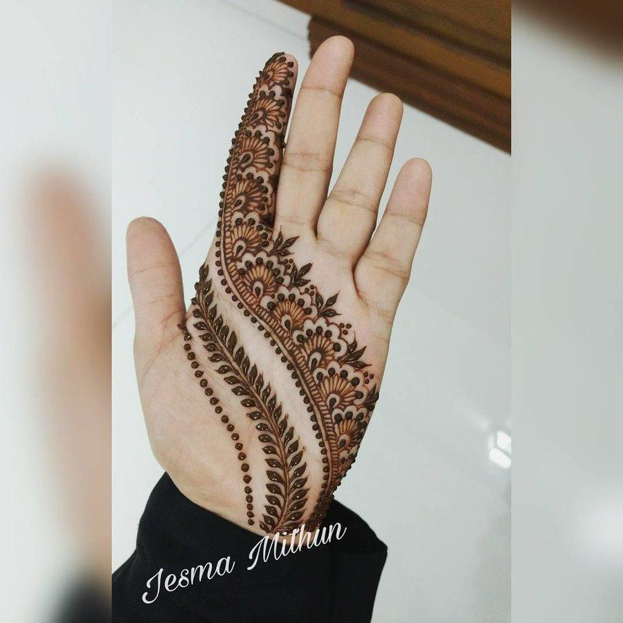 intricate detailed mehndi pattern