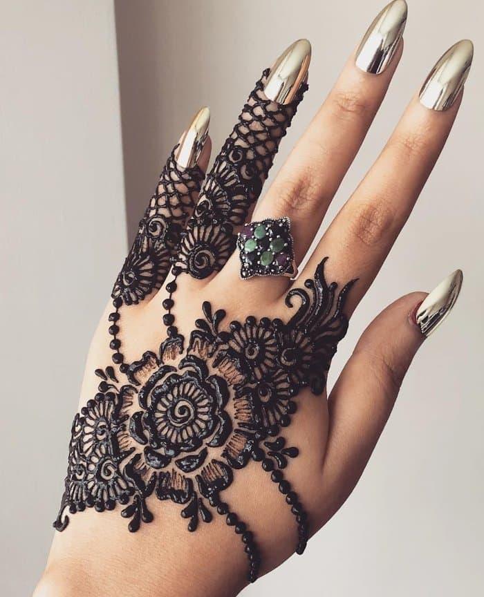 bold arabic backhand design