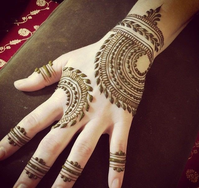 backhand Arabic mehndi design
