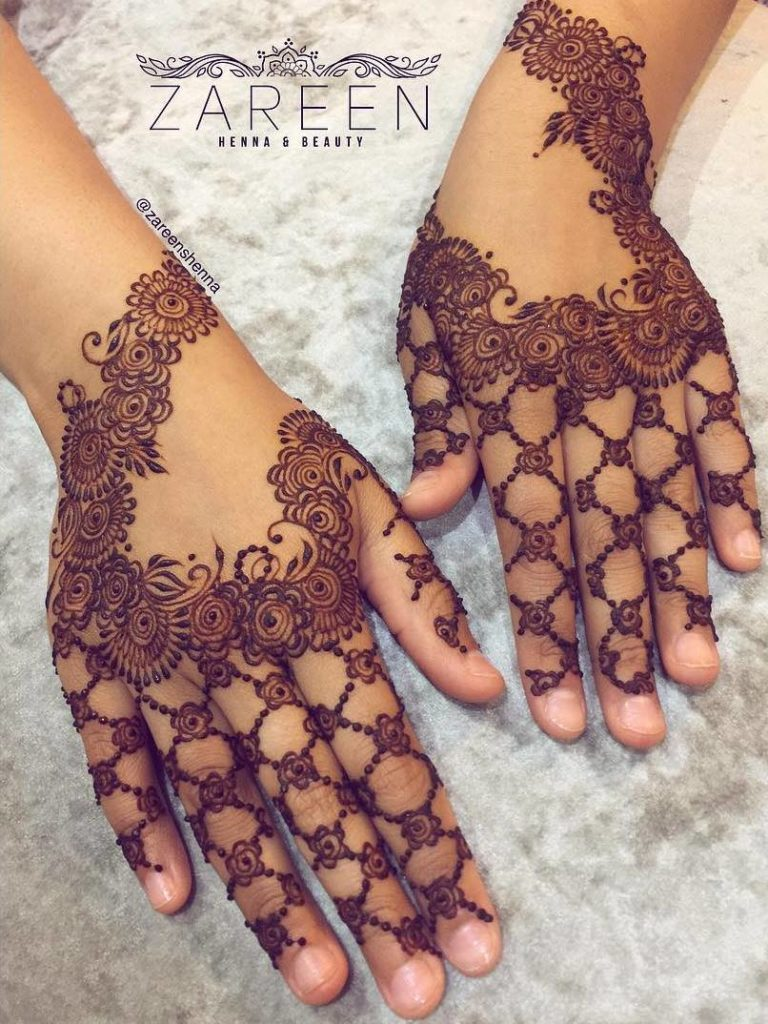 intricate floral mehndi design at backhand