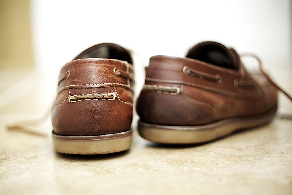 deodorizing stinky shoes with baking soda