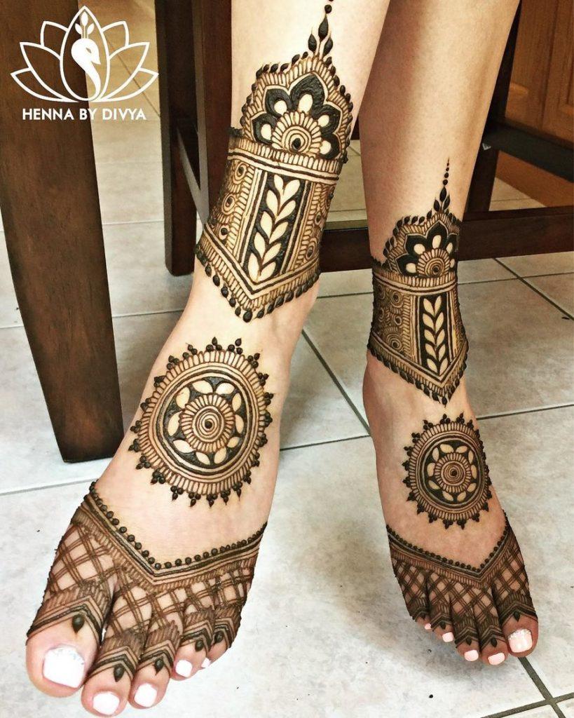bold arabic feet henna design