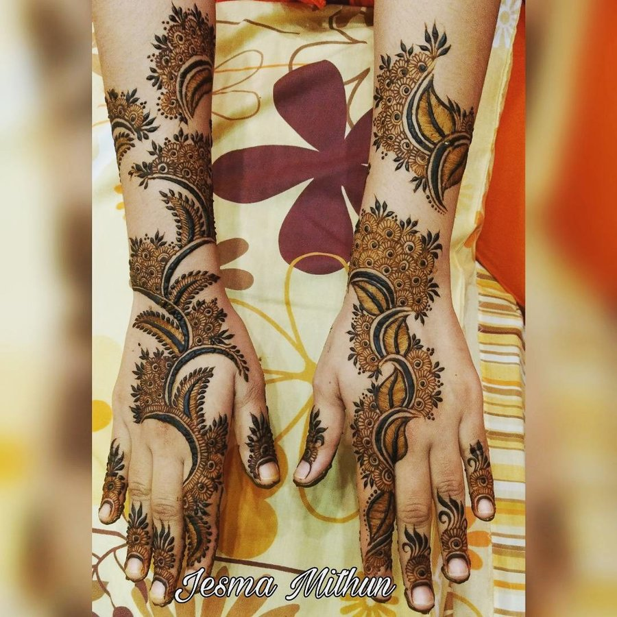 back hand mehndi design photo