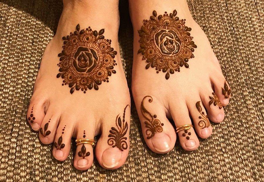 minimal intricate mehndi tattoo