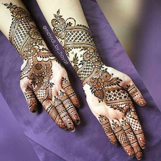 arabic mehndi design on a girls hand